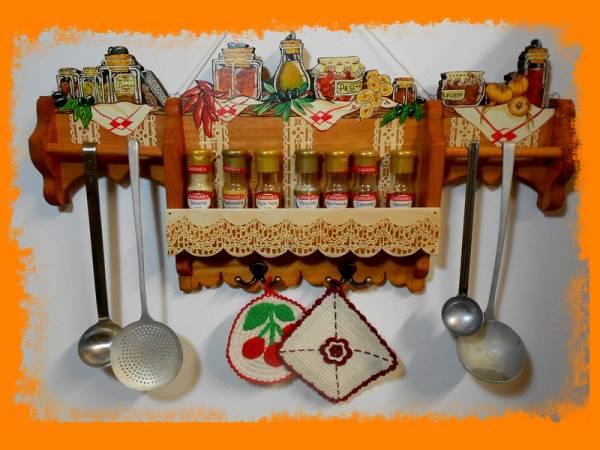 Mobili e pensili per cucina e taverne for Portaspezie da appendere ikea