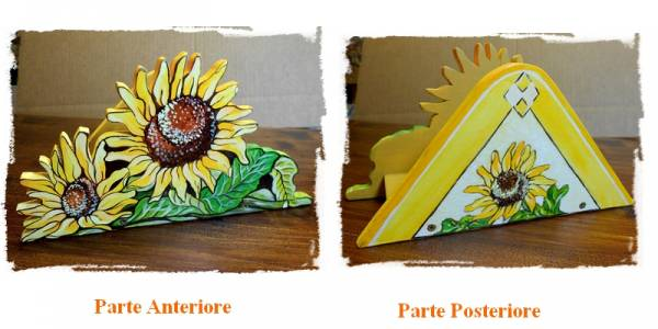 porta tovaglioli che raffigura un mazzo di girasoli con foglie , intagliato in legno dipinto a mano, a partire da un disegno realizzato ed ideato da Paolo Matteoni