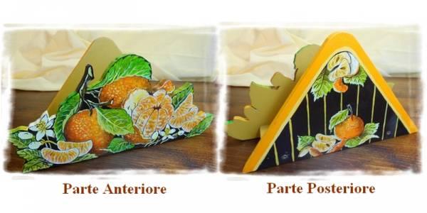porta tovaglioli che raffigura alcuni mandarini,con fiori del frutto, spicchi e mandarino sbucciato, intagliato in legno dipinto a mano, a partire da un disegno realizzato ed ideato da Paolo Matteoni
