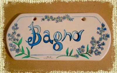 Targhetta per Camera interamente Dipinta e Decorata a mano sulla smutura lilla e recante rametti di lavanda
