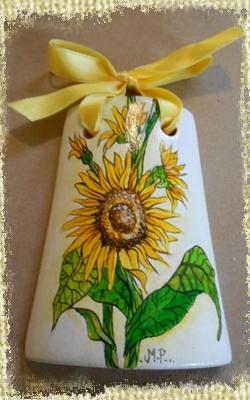 Tegolina Piccola decorata interamente a mano con Fiori di Girasoli, elegante eppur rustica