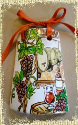 Tegolina Piccola decorata interamente a mano con allegoria della Via del Vino con riferimento pittorico alle cantine