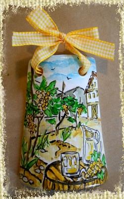 Tegolina Piccola decorata interamente a mano con allegoria della Via del Vino con riferimento pittorico alla vendemmia