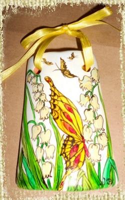 Tegolina Piccola decorata interamente a mano con Decorazioni di Farfalle e Mughetti