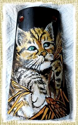 Tegolina Piccola decorata interamente a mano con un bel gattino tigrato con spighe di grano