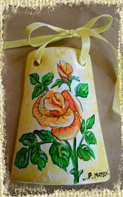 Tegolina Piccola decorata interamente a mano con Rosa Pesca e color Salmone.