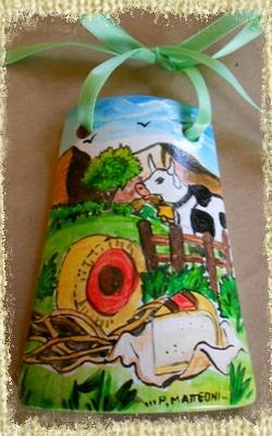 Tegolina Piccola decorata interamente a mano con allegoria della Via del Latte e del Formaggio