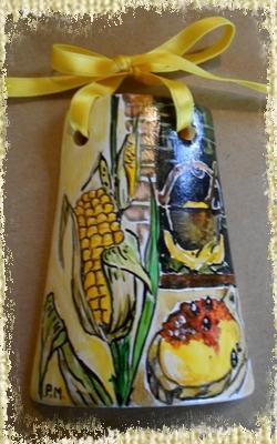 Tegolina Piccola decorata interamente a mano con allegoria della Via del Granturco e della Polenta